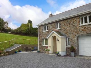 PENALLT-ISAF, country cottage with woodburner, WiFi, patio, Llanarthney, Carmarthen Ref 930052 - Carmarthen vacation rentals