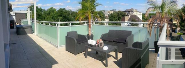 150m2 Penthouse & 100m2 Terrace Hot tob Whirlpool - Oberhausen vacation rentals