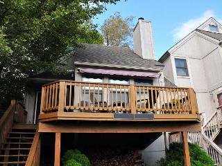 Cheerful & Inviting 2 Bedroom Townhome in the Heart of Deep Creek Lake! - Oakland vacation rentals