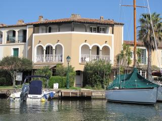 Port Grimaud - Waterside Holiday Apartment. - Port Grimaud vacation rentals
