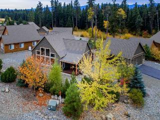 Roslyn Ridge Cozy3BD Cabin Near Suncadia|Hot Tub, WiFi| Fall Free Nights - Cle Elum vacation rentals