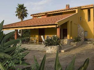 villa immersa nel verde della campagna siciliana - Partinico vacation rentals