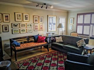 Lovely 3BR Apt 20Minutes to Central Part-Manhattan - Jackson Heights vacation rentals