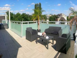 60m2 Sauna Lounge 100m2 Terrace Hot tub Whirlpool - Oberhausen vacation rentals