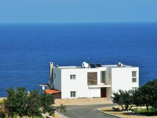 OceanView, a Family villa, private pool & Wi-Fi - Ayios Amvrosios vacation rentals