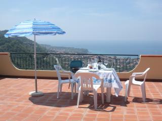 Marasusa: 2 bedrooms, sea view - Parghelia vacation rentals