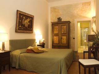 Residenza D'Epoca Palazzo Galletti PLUTONE - Florence vacation rentals