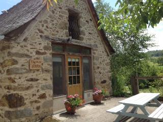 The Old Barn at Pertus 17th Century Gite & Pool. - La Bastide-l'Eveque vacation rentals