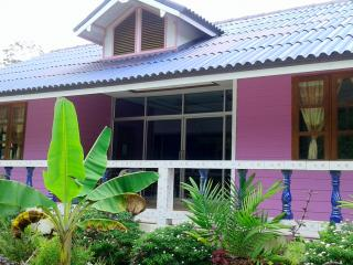 4 bedroom House with Satellite Or Cable TV in Ko Kut - Ko Kut vacation rentals