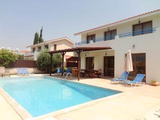 4 BR villa,walking distance to beach and amenities - Kissonerga vacation rentals