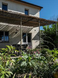 Beautiful Farmhouse Barn with Internet Access and Grill - Montone vacation rentals