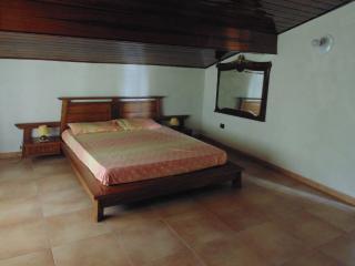 B&B camera quadrupla in mansarda - Castelnuovo del Garda vacation rentals