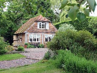 Romantic 1 bedroom Benenden Cottage with Television - Benenden vacation rentals