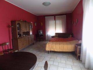 Perfect 2 bedroom Alba Apartment with Internet Access - Alba vacation rentals