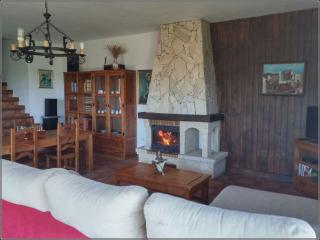 Bright 4 bedroom Arenas Villa with Internet Access - Arenas vacation rentals