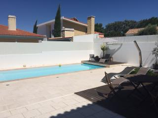 Great country house near Lisbon holds 8, Pool/BBQ - Azeitao vacation rentals