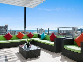 Darwin Executive Penthouse & FREE CAR 3 Bed - Sleeps 8 - Darwin vacation rentals