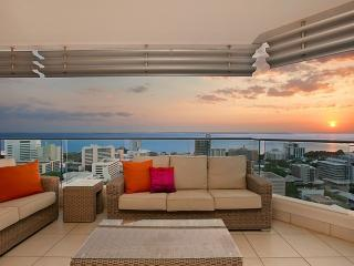 Darwin Executive Suites & FREE CAR - 3 Bed Sleep 6 - Darwin vacation rentals