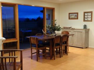 Perfect 4 bedroom House in Te Anau with Garage - Te Anau vacation rentals