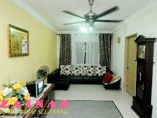 Comfortable 3 bedroom Condo in Batu Caves with Balcony - Batu Caves vacation rentals