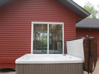 Gorgeous Cottage with Internet Access and A/C - Lac du Bonnet vacation rentals
