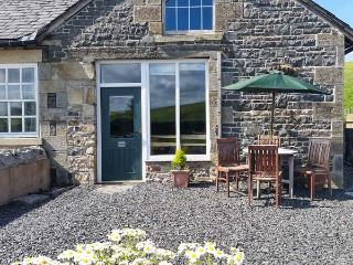 TETHERA COTTAGE, pet friendly, character holiday cottage, with a garden in Lupton, Ref 4247 - Lupton vacation rentals