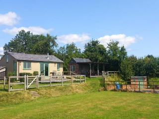 THE STABLE, character, woodburner, shared pool, near Overton-On-Dee, Ref. 926207 - Overton vacation rentals