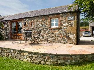 SONYA'S COTTAGE stunning coastal views, all ground floor, hot tub in Bowness on Solway Ref 926151 - Bowness on Solway vacation rentals