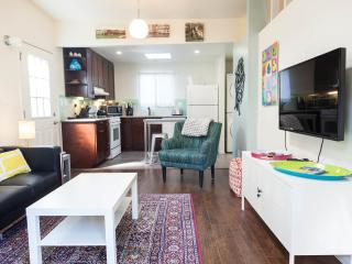 Modern Red Oak Cottage in Los Angeles 6 ml to DTLA - Los Angeles vacation rentals