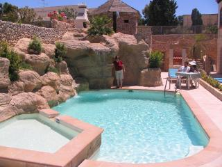 Santa Maria Villa Apartment (C) Shared Pool, 1-Bedroom, sleeps up to 3, WiFi - Mellieha vacation rentals