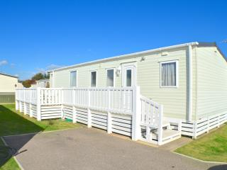 Nice Caravan/mobile home with Internet Access and Game Room - Pevensey Bay vacation rentals