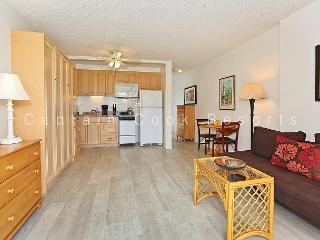 Studio with compact kitchen, A/C, washer/dryer and free parking! - Waikiki vacation rentals