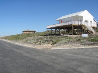 Bright 2 bedroom House in Yzerfontein with Parking - Yzerfontein vacation rentals