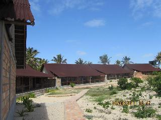 Bright 4 bedroom Inhambane House with Fireplace - Inhambane vacation rentals