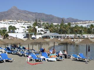 Beachfront, Sun all day,3 balconies,sea view,WiFi - Puerto José Banús vacation rentals