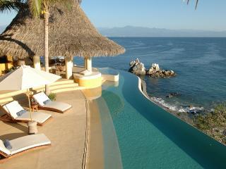 Casa Piedra Blanca, Sleeps 10 - La Cruz de Huanacaxtle vacation rentals