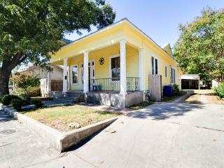 Downtown hist bungalow 1 mi from central SA, Alamo - San Antonio vacation rentals