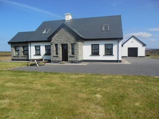 Delightful family home 1 mile from Quilty - Quilty vacation rentals
