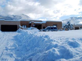 Casa Coyote-Adobe Home-Tennis/Indoor Pool/Spa/Ski - Taos vacation rentals