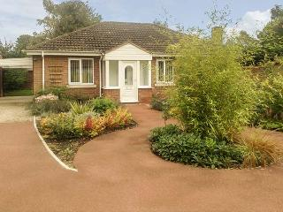 OLD ORCHARD COTTAGE, pet friendly, country holiday cottage, with a garden in - Pocklington vacation rentals