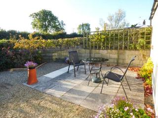 TY GWENNOL BACH, pet friendly, with a garden in Dinas Cross, Ref 3930 - Dinas Cross vacation rentals