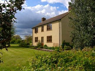 TOP HOUSE, pet friendly, country holiday cottage, with a garden in Northwood, Ref 4267 - Shropshire vacation rentals