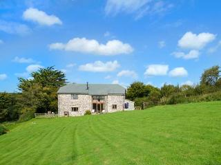 THRESHING BARN, shared swimming pool, woodburner, parking, garden, in Great Torrington, Ref 914961 - Merton vacation rentals