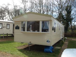 Wild Duck, Broads, 8 berth, heating bedrooms/ bath - Great Yarmouth vacation rentals
