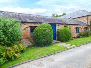 PEGGY'S COTTAGE all ground floor, open plan living, extensive grounds in Hornsea Ref 927371 - Hornsea vacation rentals