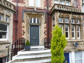 FREEMANTLE TERRACE, ground floor apartment, super king-size bed, pet welcome, romantic retreat, WiFi, in Ripon, Ref 927835 - Ripon vacation rentals