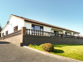 ARAS IOSGAN, family holiday home, lawned garden, open fire, in Carraroe, Ref 928646 - Carraroe vacation rentals