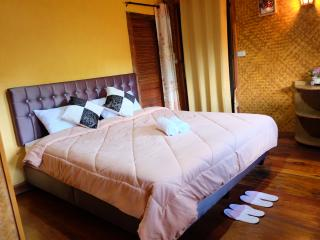 2 bedroom Villa with A/C in Chiang Mai - Chiang Mai vacation rentals