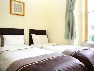Royal Mile Apartment  for family or group - Edinburgh vacation rentals
