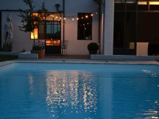 CHAMBRE DOUCE, chambre d'hôtes à la campagne - Pouilly-sous-Charlieu vacation rentals